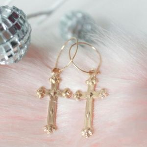 ✝✨NWT Dainty Gold Hoop Earrings with Cross✨✝
